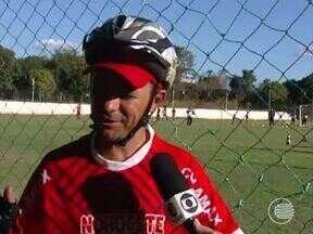 Ciclista piauiense é apaixonado pelo time do River-PI - Ciclista piauiense é apaixonado pelo time do River-PI