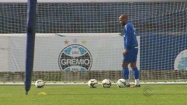 Grêmio treina bolas paradas antes de embarcar para enfrentar o Vitória - Partida acontece no sábado (2) às 21h em Salvador.