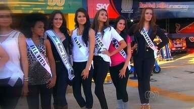 Candidatas a Miss Goiás enfrentam desafio de trocar um pneu do carro de Stock Car - Mulherada tirou a atenção dos mecânicos no box. Desafio foi realizado em duplas. Miss Goiana e Miss Quirinópolis foram as mais rápidas.
