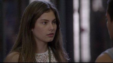 Duca dá ultimato em Bianca - O rapaz diz que se Bianca não assumir o namoro vai terminar tudo