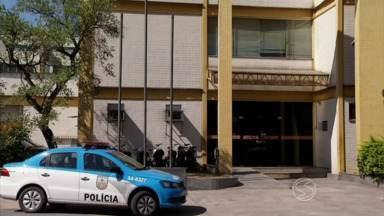 Seis suspeitos de tráfico de drogas são apresentados pela polícia em Barra Mansa, RJ - Eles seriam responsáveis pela venda de entorpecentes em oito bairros e também em Volta Redonda, cidade vizinha.