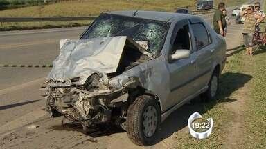Um grave acidente deixou quatro feridos em Jacareí - Acidente foi na tarde desta sexta-feira (1º) na antiga Dom Pedro