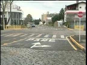 Trânsito sobre a nova ponte do Rio Cará é liberada em Lages - Trânsito sobre a nova ponte do Rio Cará é liberada em Lages