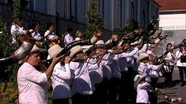 Conheça a orquestra de berranteiros e uma fábrica de berrantes - Grupo já fez mais de mil e quinhentas apresentações. Fábrica de 101 anos fica na Zona Leste de São Paulo. O berrante é um instrumento musical usado pelo vaqueiro para comandar a boiada.