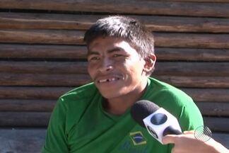 Moradores de Teixeira de Freitas enfrentam problemas com presença de índios na cidade - População reclama dos hábitos e costumes dos índios.