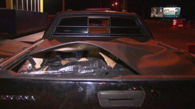 PRF apreende carro roubado com muamba - Um outro veículo usado pelos assaltantes também foi recuperado