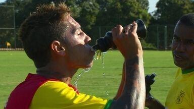 Apesar do clima seco, Brasiliense treina para se manter invicto na série D do Brasileirão - O time venceu as duas ultimas partidas e se prepara para encarar o Itaporã do Mato Grosso do Sul e conquistar 9 pontos pelo Campeonato.
