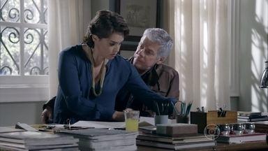 Cláudio diz que precisa ter conversa séria com Beatriz - O cerimonialista cuida dos detalhes da festa de casamento de Enrico e Maria Clara