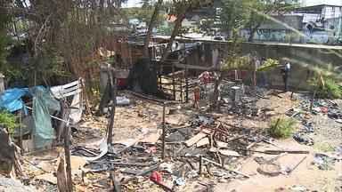 Incêndio atinge barraco em invasão no Recife - Ninguém ficou ferido e os bombeiros controlaram as chamas em menos de uma hora.
