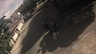 Câmeras de segurança ajudam na investigação de 16 mortes em Goiânia - A polícia em Goiás diz que já tem suspeitos das mortes que aconteceram por lá. Todas eram mulheres e foram abordadas na rua. uma delas mostra o momento em que um dona de casa, que ia buscar os filhos na escola, é assassinada.