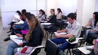 Cresce procura por cursos preparatórios para concursos públicos no sul do Rio - Mais de cem editais foram abertos só nesta semana. São 14,5 mil vagas que vão do nível fundamental até o superior.