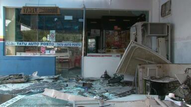 Ladrões explodem caixa eletrônico em Moreira Sales - Bandidos chegaram a fazer vários disparos durante a fuga
