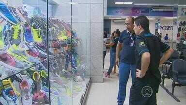 Lojas do centro do Recife registram pouco movimento na véspera do Dia dos Pais - Pesquisa da Fecomércio e Sebrae mostra que endividamento das famílias deve contribuir para que as vendas deste ano sejam baixas.