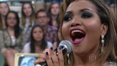 Gaby Amarantos se apresenta a capela no Altas Horas - Cantora interpreta a música ''Como Nossos Pais''