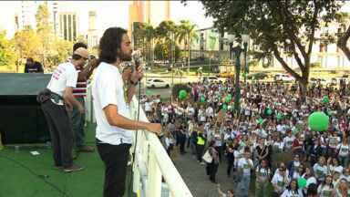 A terça-feira deve ser mais um dia confuso nas escolas municipais de Curitiba - Professores e pedagogos decidiram continuar em greve.