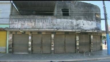 Treze homens levam terror ao municípios de Japeri, na Baixada Fluminense - Segundo a polícia, na noite de segunda (11) os criminosos chegaram em um carro e cinco motos e atiraram contra o dono de uma padaria em Engenheiro Pedreira. Ele foi atingido e morreu. Outra pessoa foi assassinada em outro bairro.