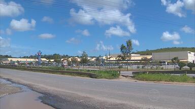 Pedestres se arriscam para atravessar a PE-60, no Cabo - Também há assaltos na área. É cobrança do Calendário do NETV 1ª Edição.