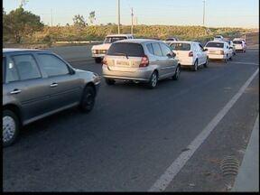 Motoristas reclamam de trecho da Avenida Joaquim Constantino - Sinalização é confusa, segundo eles, o que já causou acidentes no local.