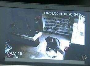 Comerciantes relatam insegurança em bairro de Cachoeiro, no Sul do ES - Nem as câmeras de segurança estão inibindo a ação dos criminosos, que agem a qualquer hora do dia, de cara limpa.