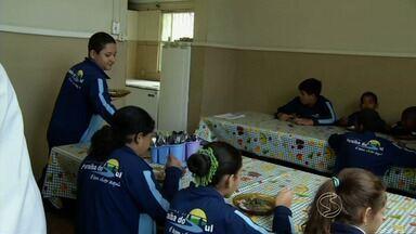 Escolas atendem a restrição alimentar de alunos em Paraíba do Sul, RJ - Legislação entrou em vigor em maio e vale pra todo país. Médica fala sobre casos de diabetes em crianças.