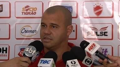 Vila confirma chegada de Boquita e sumiço de Bida - Segundo Roni, meia de 24 anos chega para jogar, e jogador que estava no clube não voltará mais.
