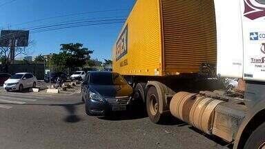 Colisão em avenida causa engarrafamento em Fortaleza - Ninguém ficou ferido.