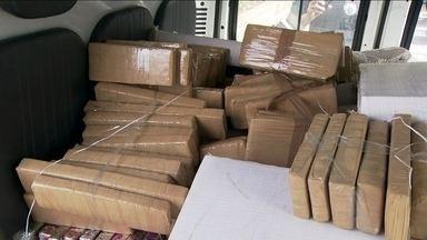 Polícia apreende 1200 quilos de maconha que estavam a bordo de um carro de luxo - A polícia apreendeu mais de uma tonelada de maconha, na zona sul da capital. A droga estava em um carro de luxo e veio de Mato Grosso do Sul.