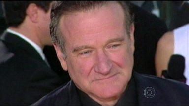 Investigações indicam que morte de Robin Williams se deu por asfixia por enforcamento - Robin Williams carregava dentro de si um universo inteiro de personagens e sentimentos. A sensibilidade extrema estava estampada nos olhos do ator. E sempre foi assim, desde a infância rica em Chicago.