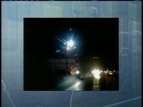 Poste pega fogo e diversos bairros ficam sem luz em Lages - Poste pega fogo e diversos bairros ficam sem luz em Lages