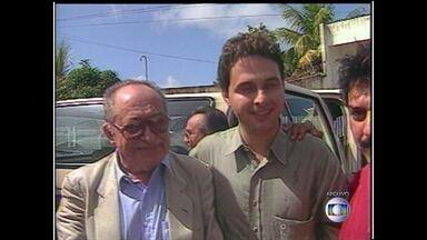 Eduardo Campos começou a trajetória política influenciado pelo avô - Veja toda a trajetória do candidato do PSB, Eduardo Campos, que morreu aos 49 anos nesta quarta-feira (13). A sua mais forte influência foi do avô, Miguel Arraes, que também governou Pernambuco.