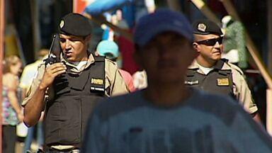 Segurança é reforçada em Romaria, no Triângulo mineiro - Milhares de pessoas estão visitando a cidade por causa da festa em homenagem à Nossa Senhora da Abadia.