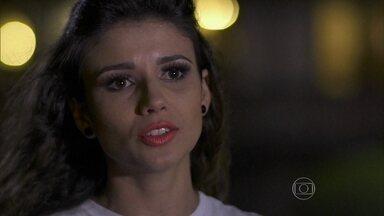 Paula Fernandes e todo seu charme no Fantástico - Reveja momento em que cantora encontra Michel teló
