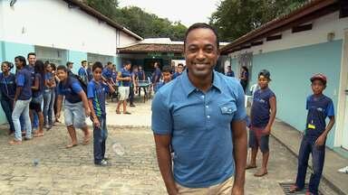 Hoje é dia de... Criança Esperança - Alexandre Henderson visita o Espaço Criança Esperança de Jaboatão dos Guararapes, em Pernambuco