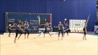 Meninas da ginástica fazem coreografia em homenagem a música de Latino - Cantor elogia performance das jovens atletas.