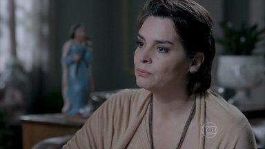 Beatriz surpreende ao dizer que deseja ter uma conversa séria com Leonardo - Esposa de Cláudio Bolgari está disposta a tudo para ajudar o marido. Leonardo pensa na proposta de Téo