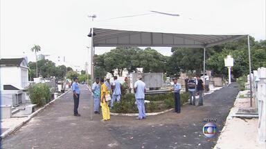2º Bloco | Cemitério de Santo Amaro terá uma quadra interditada para enterro de Campos - No estúdio, padre dá orientações para famílias lidarem com a perda.