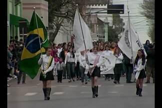 Desfile marca comemorações dos 193 anos de Cruz Alta, RS - O aniversário da cidade é nesta segunda-feira.
