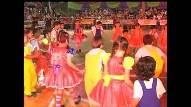 Colégio Dom Amando inicia Festival Folclórico - Abertura foi na noite de quarta.