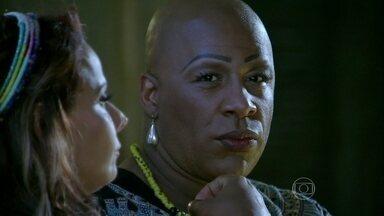 Xana pensa em como descobrir o motivo da maldade de Cora - Megera questiona interesse de Maria Marta em Lorraine