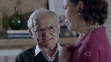 Silviano sugere que Maria Marta atrase as obras do apartamento de José Pedro - Maria Marta não quer que o filho saia da casa dos pais e acredita que Danielle está fazendo a cabeça de José Pedro