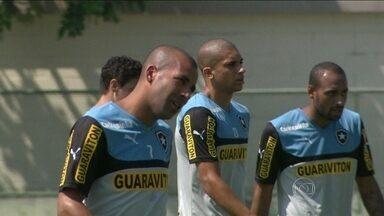 Botafogo pega Chapecoense no Maracanã querendo se afastar de vez da zona de rebaixamento - Alvinegro ocupa a 16ª colocação.