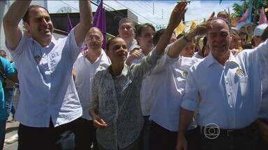 Marina Silva faz caminhada na Zona Norte do Recife - Ela é candidata à Presidência pelo PSB.