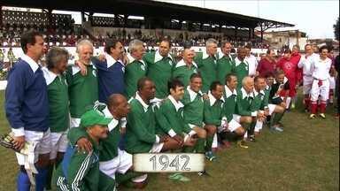 Para celebrar centenário, Palmeiras volta no tempo - Torneio lembra o passado com trajes de época e até bola de capotão