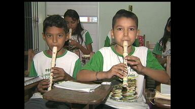 Projeto social no bairro santarenzinho ensina música para jovens e crianças - Ao todo 100 alunos participam do projeto Esperança e Vida amazônia. A ação é promovida pela Renovação Carismática Católica de Santarém.