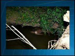 Corpo é encontrado no Córrego do Sal na BR-262 próximo a Araxá - Bombeiros foram acionados após ligações. Perícia do Instituto Médico Legal foi até o local.