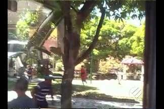 Cerca de 100 estudantes se enfrentaram na praça Batista Campos, em Belém - Segundo a Guarda Municipal, os encontros são marcados por meio das redes sociais e teriam participação até de torcidas organizadas de futebol.