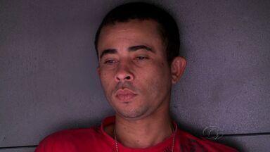Homem é preso após manter a própria esposa em cárcere privado por 3 anos - Mulher sofreu maus tratos na frente do filho durante três anos.Crime ocorreu em Santana do Ipanema.