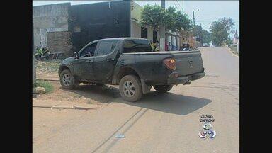 Caminhonete roubada há mais de dois meses em Porto é encontrada na Bolívia - Uma caminhonete que havia sido roubada a mais de dois meses em Proto Velho foi encontrada na Bolívia na manhã deste sábado (23). O proprietário do veículo conta que estava chegando em casa quando foi abordado por dois assaltantes.