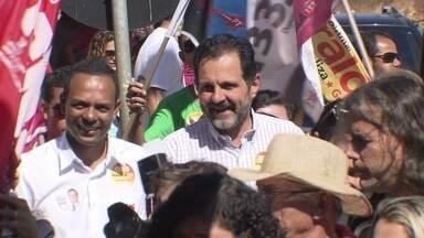 Agnelo Queiroz caminhou pelo comércio do Itapuã - O candidato à reeleição, pelo PT, também participou da inauguração de um comitê. Dentre outros assuntos, ele falou sobre melhorias na área de segurança.