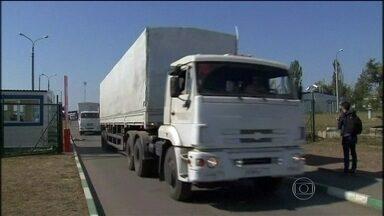 Comboio russo deixa a Ucrânia neste sábado (23) - O governo russo afirma que os veículos levavam ajuda humanitária para a região onde o exército ucraniano enfrenta rebeldes pró-Rússia. O estádio do clube Shaktar, onde 13 brasileiros atuam, foi atingido por duas explosões em Donetsk.